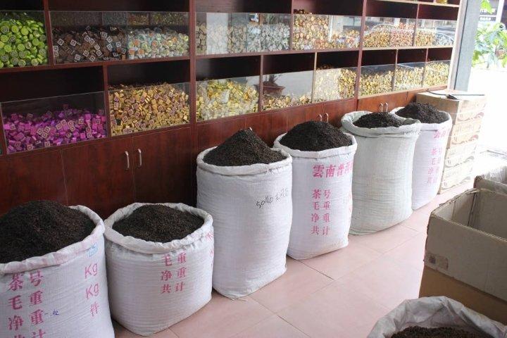 Продажа Пуэра в чайной лавке в Китае