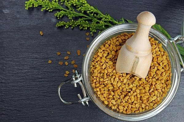 Банка с семенами пажитника для чая Хельба